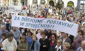 Los maestros manifestan su descontento con el nivel de los salarios en el sector de la enseñanza, Olomouc, foto: CTK