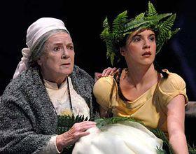 Vlasta Chramostová (vlevo) vtitulní roli aMagdaléna Borová jako Barunka, foto: ČTK