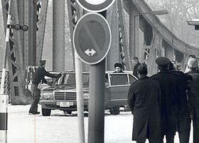 L'échange sur le pont Glienicker Brücke le 11 février 1986, photo: www.chronik-der-mauer.de