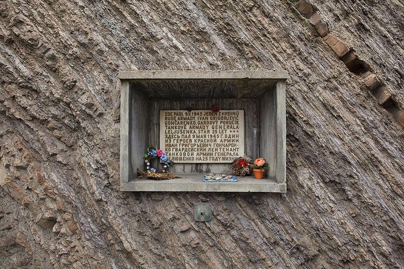 Мемориальная доска, установленная на месте сражения в районе Кларов, фото: Владимир Поморцев