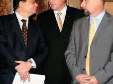 Von links: Alexandr Vondra, Mirek Topolánek und Martin Říman (Foto: ČTK)