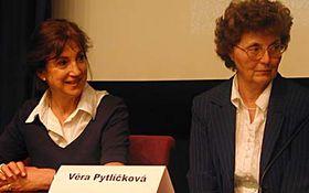 Jana Švehlová (a la izquierda) y Věra Pytlíčková