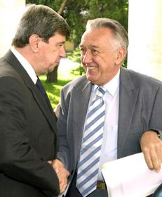 Slovak Foreign Minister Eduard Kukan and Hungarian ForeignMinister Laszlo Kovacs (right), photo: CTK