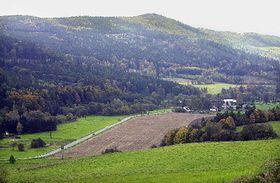 Údolí, vněmž leží Nové Heřminovy na Bruntálsku, by mohla zatopit plánovaná přehrada na řece Opavě, foto: ČTK
