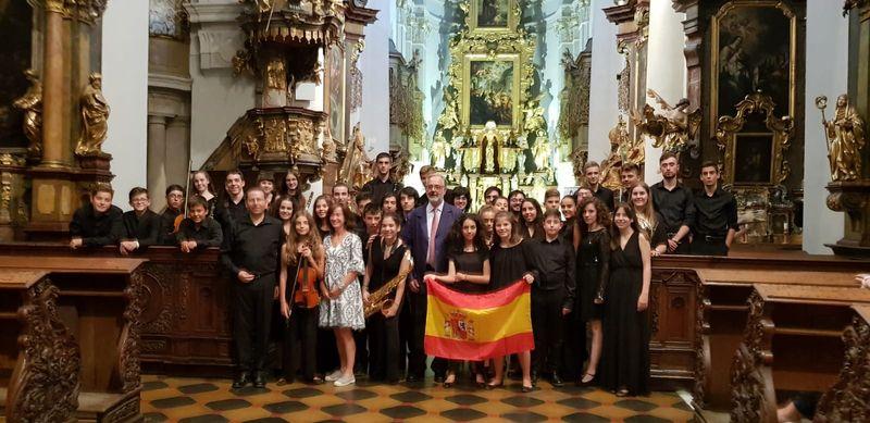 Joven Orquesta de Cuenca con el embajador de España, foto: Enrique Molina