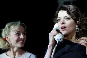 Z představení Sestry B., Jana Stryková (vpravo) aKlára Sedláčková Oltová, foto: Jiří Hroník