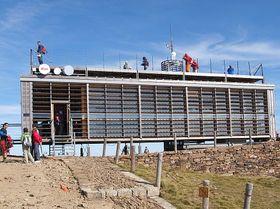 Postamt auf der Schneekoppe (Foto: Jan Groh, www.wikimedia.org)