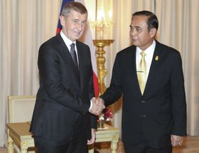 Andrej Babiš und Prayut Chan-o-cha (Foto: ČTK / Pool Photo via AP / Athit Perawongmetha)