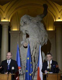Премьер-министр Богуслав Соботка и глава МИД Любомир Заоралек, Фото: ЧТК