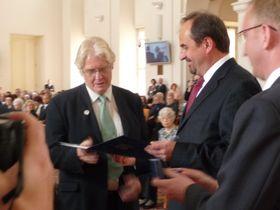 Paul Wilson (left)