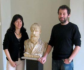 Karolina Vocadlo with Miroslav Kotesovec and the bust of Karel Kruis