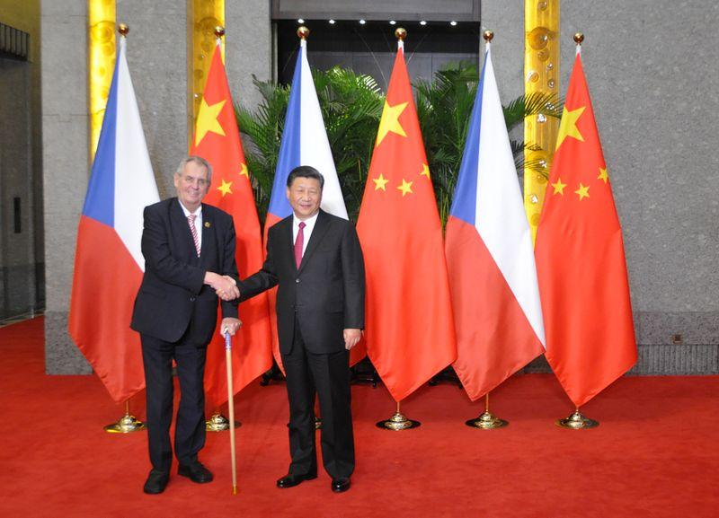 Miloš Zeman con su homólogo chino, Xi Jinping, foto: ČTK/Jozífek Radek