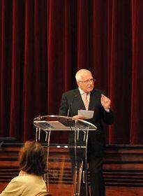 Václav Klaus a présenté son livre à Paris, photo: www.klaus.cz