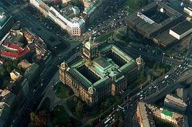 Pohled na budovu Národního muzea (uprostřed) abudovu Rádia Svobodná Evropa (vpravo nahoře), foto: ČTK