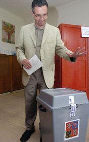 Jan Zahradil del Partido Cívico Democrático está votando, foto: CTK