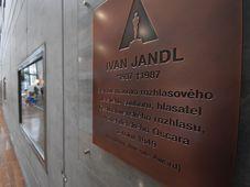Pamětní deska Ivana Jandla, foto: Ondřej Tomšů