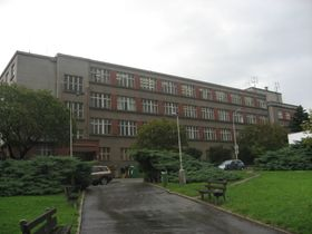 Gymnasium Na Pražačce (Foto: Dezidor, Wikimedia Commons, CC BY 3.0)