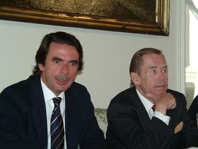 De izquierda: José María Aznar, Vaclav Havel (Foto: Christian Rühmkorf)