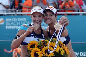 Barbora Hermannová y Markéta Nausch Sluková, foto: ČTK / PR / Sport Invest
