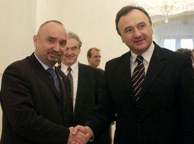 Viceprimer ministro checo, Petr Mares, con su homólogo eslovaco, Pál Csáky, foto: CTK