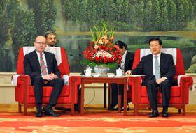Чешский премьер-министр с китайскими партнерами, Фото: ЧТК
