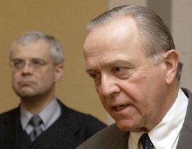 Vladimír Špidla  se setkal snovým velvyslancem USA vČeské republice Williamem Cabanissem, foto: ČTK