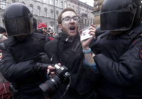 Задержание журналиста во время демонстрации, Фото: ЧТК