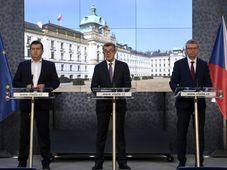 Zleva ministr vnitra Jan Hamáček, premiér Andrej Babiš a ministr průmyslu a obchodu a ministr dopravy Karel Havlíček, foto: ČTK/Michal Kamaryt