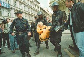 Greenpeace и полициа
