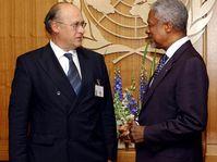 Jan Kavan and Kofi Annan, photo: CTK
