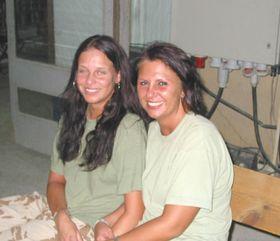 La enfermera Alena Veselá (por la derecha)