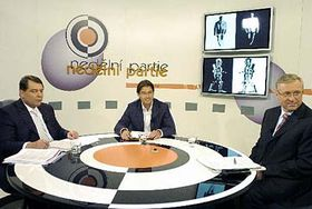 Premiér Jiří Paroubek (vlevo) apředseda ODS Mirek Topolánek (vpravo) vpořadu televize Prima Nedělní partie, foto: ČTK