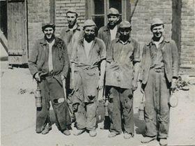 Jan Josef Kohl dans les Brigades techniques du travail (PTP), au premier rang le deuxième de gauche, photo: Archives de J.J. Khol