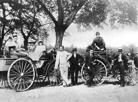 Theodor von Liebieg ve svém Benz Victoria (vpravo), foto: archiv Daimler