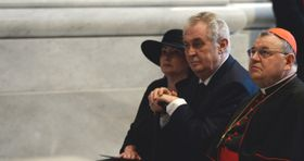 Ivana Zemanová, Miloš Zeman et Dominik Duka, photo : ČTK