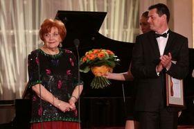 Ludmila Dvořáková recibe el Premio de Antonín Dvořák (2012), foto: archivo del Festival internacional Dvořákova Praha