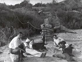 Tzv. 'Klub sebevrahů', zleva: Rudolph Schott, Apollo Milton Olin Smith, Frank Malina, Ed Forman aJack Parsons, 15.11. 1936, foto: NASA/JPL