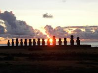 Východ slunce na Ahu Tongariki