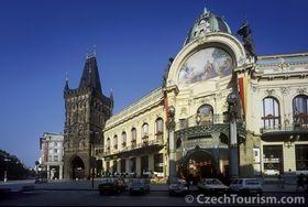 Праховая башня и Муниципальный дом (Фото: CzechTourism)