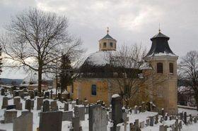 Na místě pobořeného kostela sv. Gotharda dnes stojí kostel sv. Petra aPavla postavený architektem Santinim