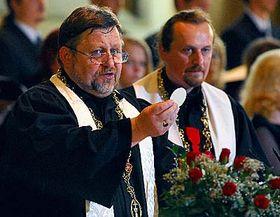 Brněnský biskup Petr Šandera (vpravo) při bohoslužbě vBetlémské kapli, foto: ČTK