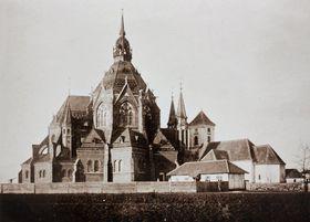 Die neue u. die alte Kirche in Poštorná (Fotoarchiv von Miroslav Geršic)