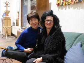 Ikuko Miyazaki mit Bernadette Huber (Foto: Martina Schneibergová)