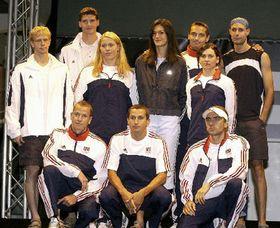 В роли манекенщиц и манекенщиков выступили сами члены сборной (Фото: ЧТК)