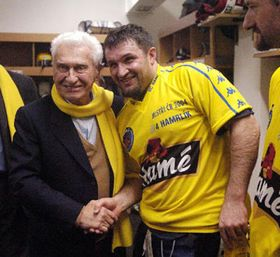 Томаш Батьа и игрок «Гаме Злин» Мартин Гамрлик (Фото: ЧТК)