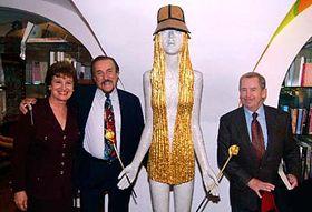 Philip Zimbardo con su mujer Christine y Václav Havel (Foto: CTK)