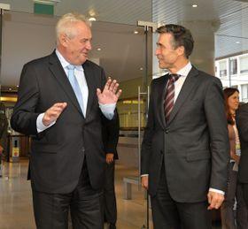 Miloš Zeman und Anders Fogh Rasmussen (Foto: ČTK)
