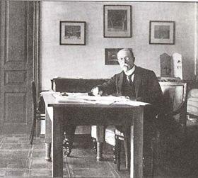Masaryk en su despacho en la ciudad Kiev, Rusia, fuente: public domain