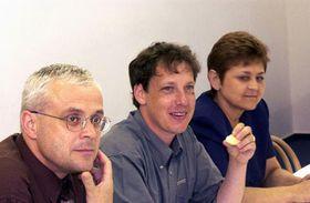 Ganadores de las elecciones parlamentarias - Vladimir Spidla, Stanislav Gross y Marie Souckova, Foto: CTK