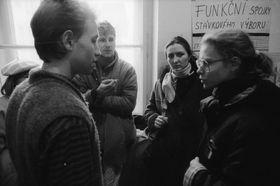Vít Pohanka (left) discussing strategy in 1989, photo: Petr Zatloukal